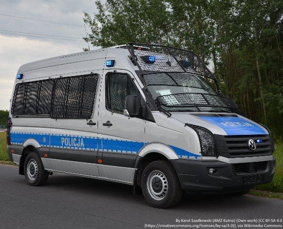 Policja Poznań: Suchy Las - Policjanci zatrzymali podejrzanego o kradzieże katalizatorów
